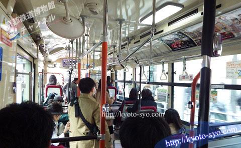 市バスの中