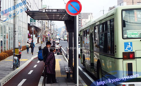 梅小路公園前のバス停