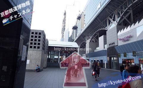 京都駅からバス停までの道