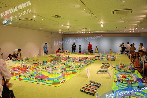 巨大プラレールの展示