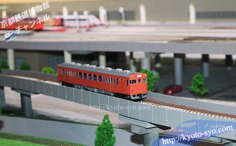 シャトル線を走る蒸気機関車の模型