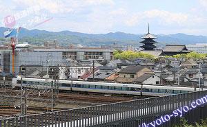 JR京都線を走るサンダーバード
