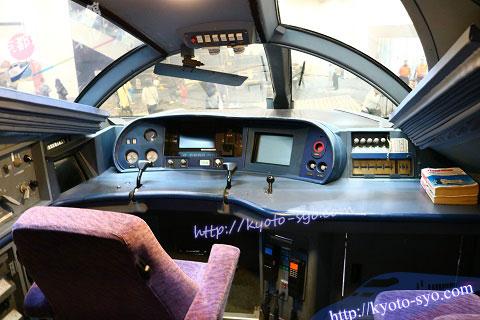 500系新幹線の運転席