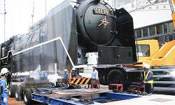 輸送されるC62形蒸気機関車