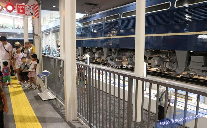 京都鉄道博物館の本館