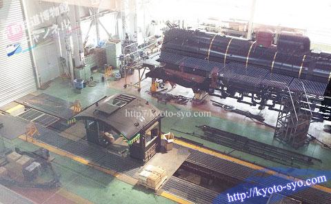 SL第2検修庫で修理をするD51形200号機