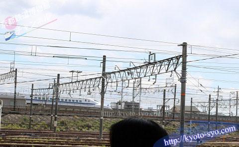 SLスチーム号の横を走る新幹線