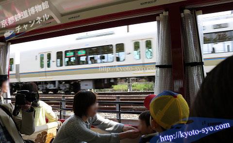 SLスチーム号のすぐ隣を走るJR嵯峨野線