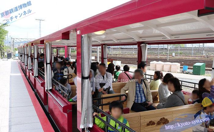 SLスチーム号に牽引される客車