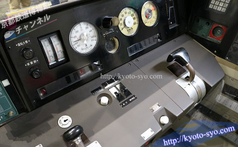 221系電車の運転席