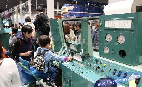 DD51形ディーゼル機関車の運転台