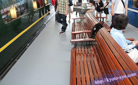 木津駅で使用されていたベンチ