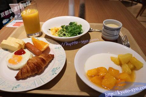 新・都ホテルの朝食バイキング