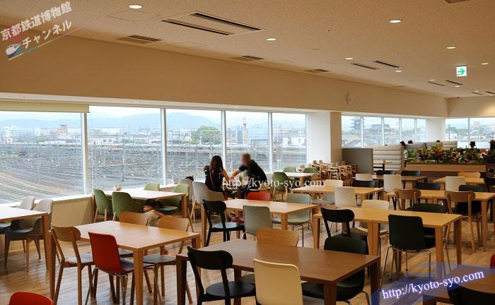 京都鉄道博物館のレストランの全体写真