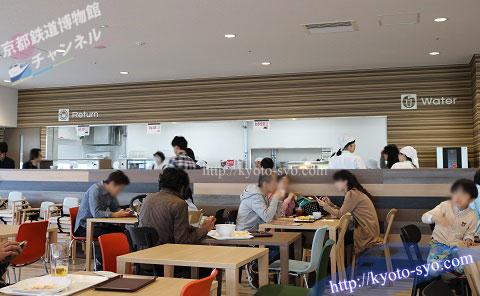 京都鉄道博物館のレストランのカウンター
