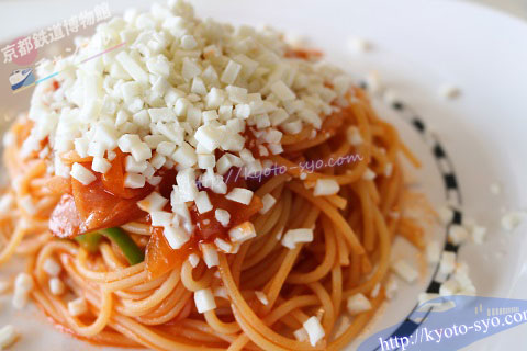 モッツァレラチーズのナポリタンスパゲティ