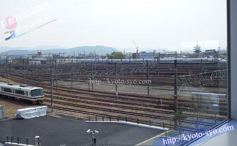 京都鉄道博物館のレストランの窓から見える新幹線