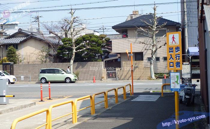 七本松駐車場の出入り口